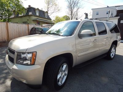 2007 Chevrolet Suburban LT - Photo 3