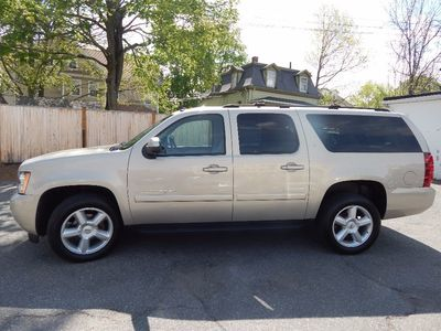 2007 Chevrolet Suburban LT - Photo 4