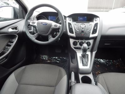 2014 Ford Focus SE - Photo 16