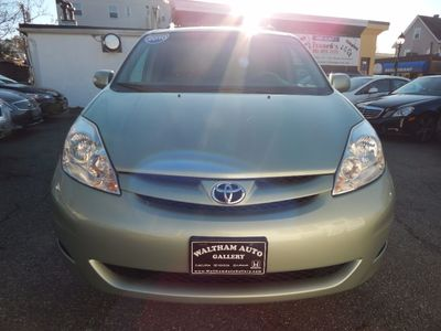 2010 Toyota Sienna XLE - Photo 2