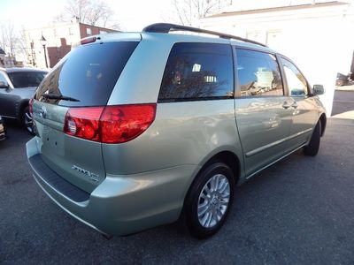 2010 Toyota Sienna XLE - Photo 7