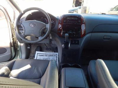 2010 Toyota Sienna XLE - Photo 16