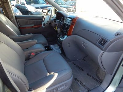 2010 Toyota Sienna XLE - Photo 23