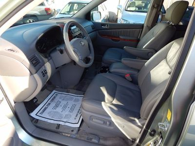 2010 Toyota Sienna XLE - Photo 10
