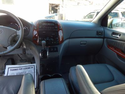 2010 Toyota Sienna XLE - Photo 17