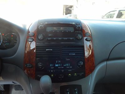 2010 Toyota Sienna XLE - Photo 12
