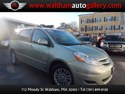 2010 Toyota Sienna XLE - Photo 1