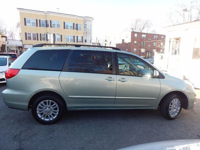 2010 Toyota Sienna XLE - Photo 8
