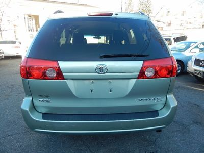 2010 Toyota Sienna XLE - Photo 6