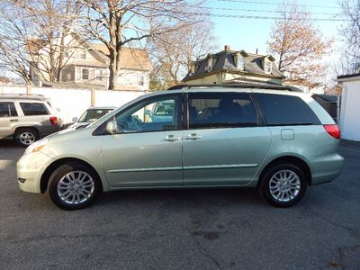 2010 Toyota Sienna XLE - Photo 4