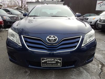 2010 Toyota Camry LE - Photo 2