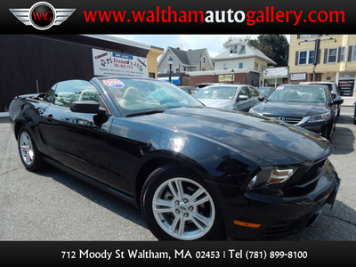 2010 Ford Mustang V6 - Photo 1