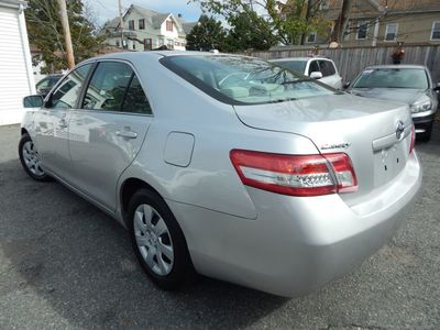 2010 Toyota Camry LE - Photo 5