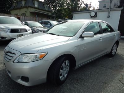 2010 Toyota Camry LE - Photo 3