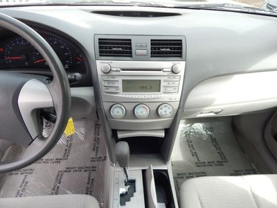 2010 Toyota Camry LE - Photo 13