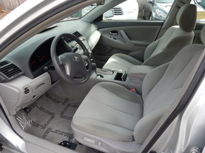 2010 Toyota Camry LE - Photo 10