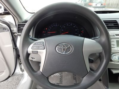 2010 Toyota Camry LE - Photo 11