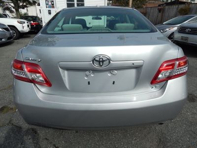 2010 Toyota Camry LE - Photo 6
