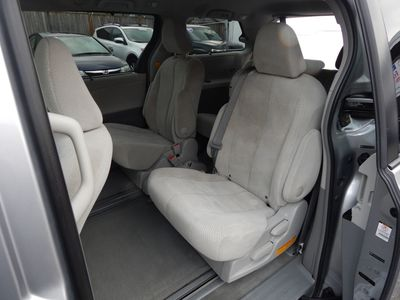 2012 Toyota Sienna LE 8 Passenger Mini Van - Photo 14