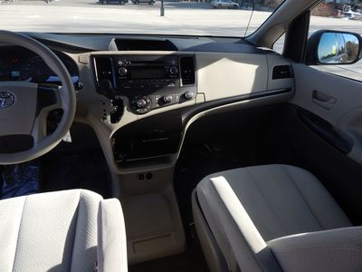 2012 Toyota Sienna LE  8 passenger  4 cylinders - Photo 13