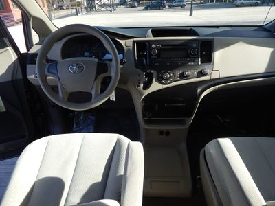2012 Toyota Sienna LE  8 passenger  4 cylinders - Photo 12