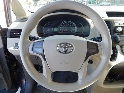2012 Toyota Sienna LE  8 passenger  4 cylinders - Photo 10