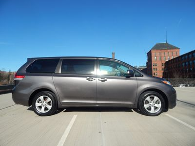 2012 Toyota Sienna LE  8 passenger  4 cylinders - Photo 8