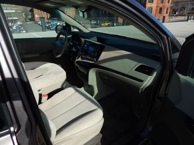 2012 Toyota Sienna LE  8 passenger  4 cylinders - Photo 19