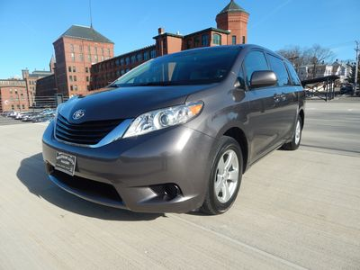 2012 Toyota Sienna LE  8 passenger  4 cylinders - Photo 25
