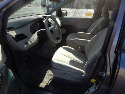 2012 Toyota Sienna LE  8 passenger  4 cylinders - Photo 9