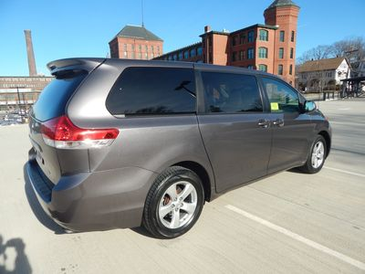 2012 Toyota Sienna LE  8 passenger  4 cylinders - Photo 4
