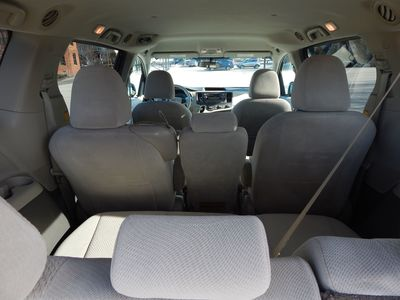 2012 Toyota Sienna LE  8 passenger  4 cylinders - Photo 17
