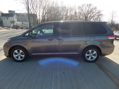 2012 Toyota Sienna LE  8 passenger  4 cylinders - Photo 7