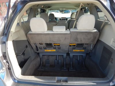 2012 Toyota Sienna LE  8 passenger  4 cylinders - Photo 16