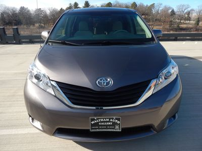 2012 Toyota Sienna LE  8 passenger  4 cylinders - Photo 2