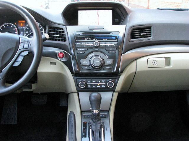 2013 Acura ILX Hybrid w/Technology Package